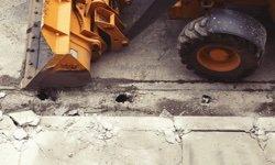 Demolice budov a bourací práce